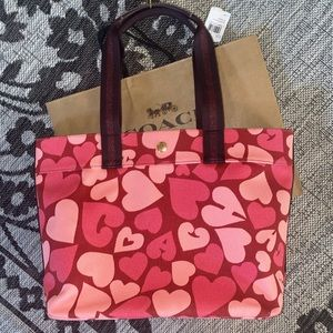 Coach TOTE WITH COACH HEART PRINT